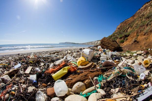 Honderd toeristische bedrijven beloven plasticvervuiling aan te pakken
