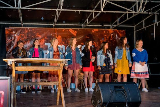 Tinekesfeesten van start met regenachtige voorstelling Tineke Van Heule-kandidaten en avondmarkt