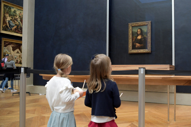 Mona Lisa hangt na renovatie van Salle des Etats weer op haar vaste plek in het Louvre