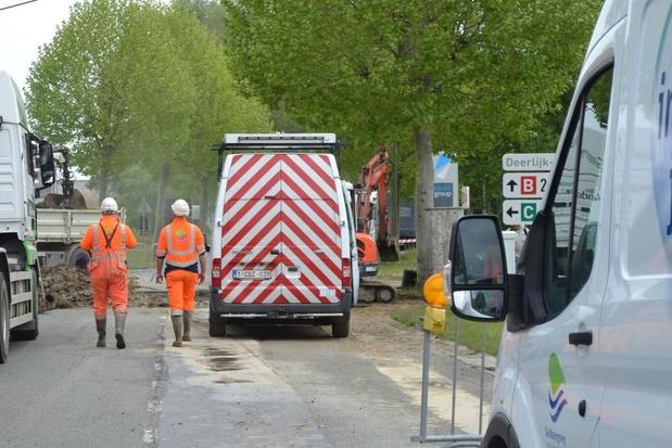 Lek in watertoevoer op industriezone Deerlijk-Waregem: weg afgesloten voor verkeer