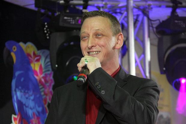 B.Jorn steekt het niet onder stoelen of banken : 'Ik leef mijn eigen leven', zingt hij enthousiast