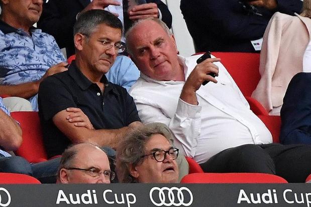 Voorzitter Uli Hoeness geeft de fakkel door bij Bayern