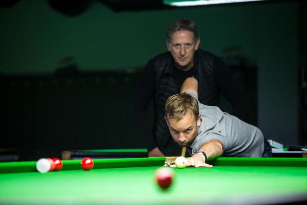 Snookerprof Ali Carter traint in Brugge