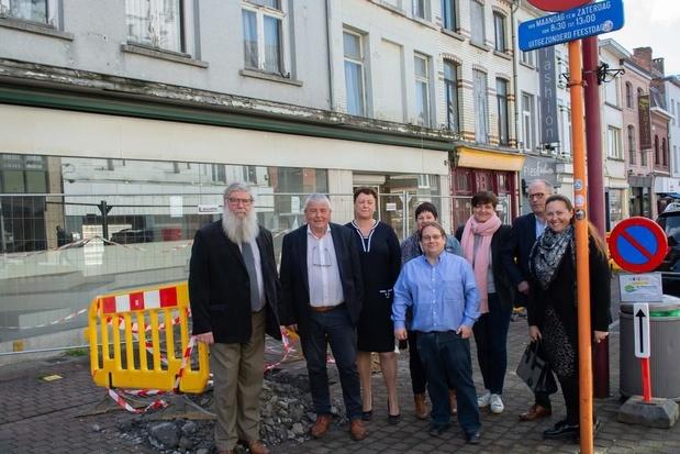 Sloop van drie panden in de Rijselstraat in Menen