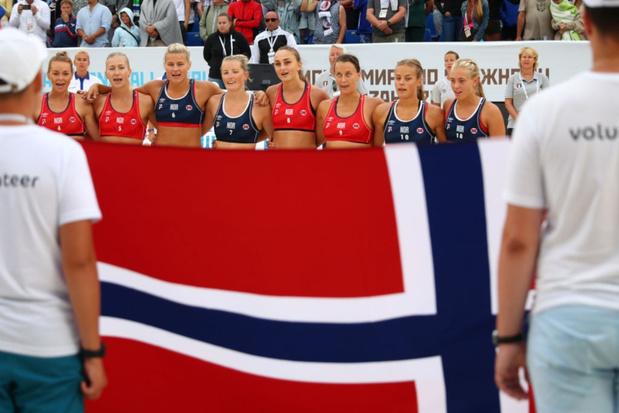 Pink wil boete betalen van Noors handbalteam dat weigerde in bikini te spelen