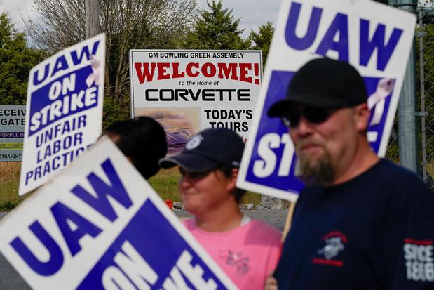 Autobouwers schrappen samen tienduizenden banen