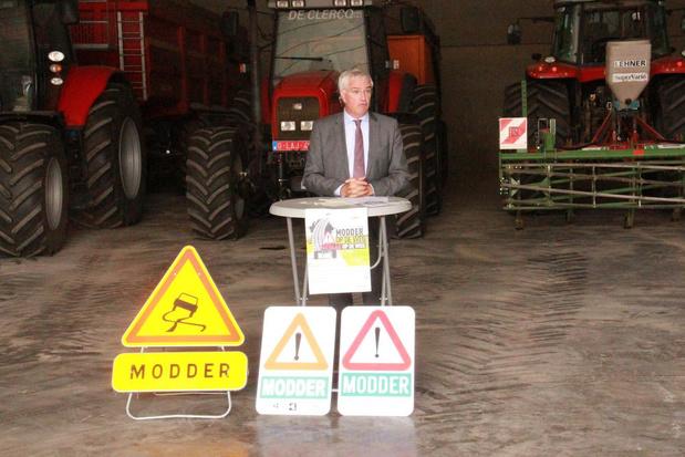 """'Modder op de weg' afgetrapt in Spiere-Helkijn: """"Extra werk voor de boeren, maar wel essentieel"""""""