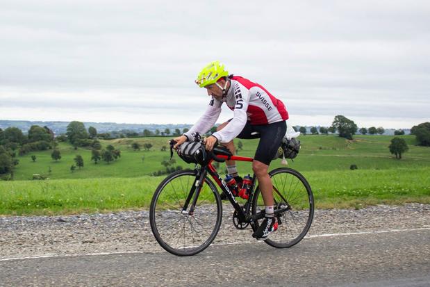 Zwitser vestigt nieuw Guinness Bookrecord voor solo-fietstocht met eindpunt in België