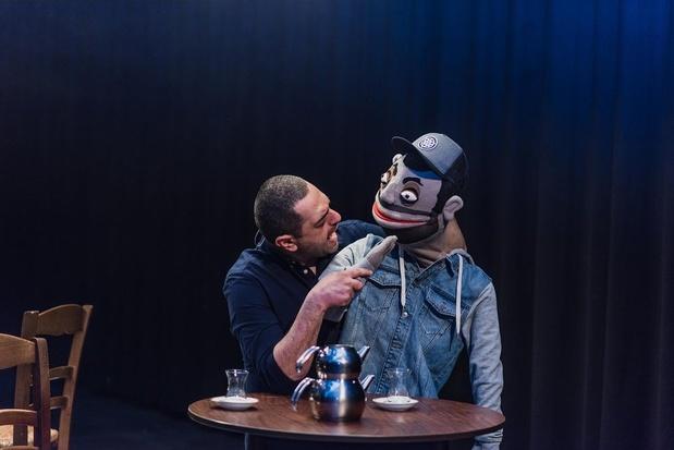 Erhan Demirci wint moeiteloos het hart en de lach van zijn publiek tijdens 'Wa Make?'