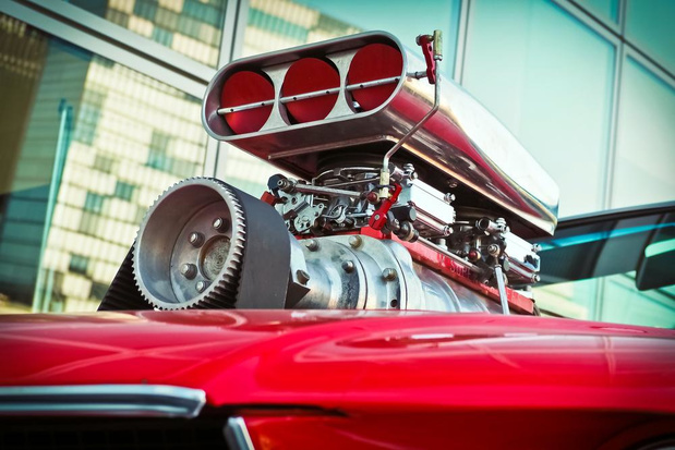 Staar je niet blind op een krachtige motor