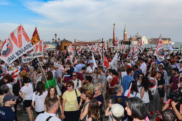 Duizenden mensen op straat voor verbod op grote schepen in Venetië