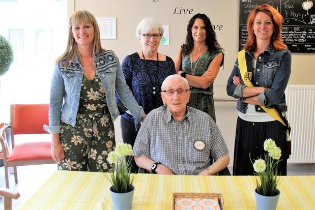 Marcel Vanhessche viert 100ste verjaardag in woonzorgcentrum 't Hoge in Kortrijk