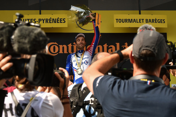 Thibaut Pinot wint veertiende rit, Julian Alaphilippe nog steviger in geel