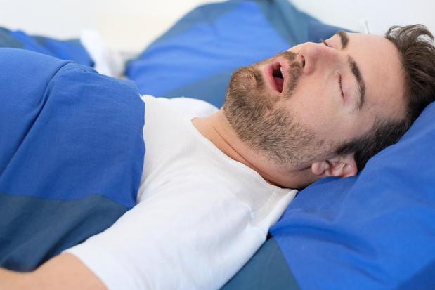 Een dikke tong als hoofdrolspeler bij slaapapneu