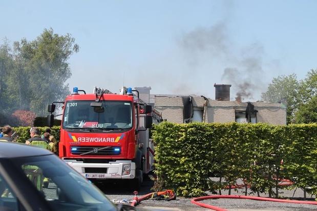 Hevige woningbrand langs Kortrijksesteenweg in Beveren-Leie