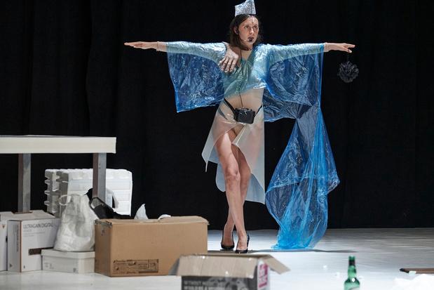 'Bartlebabe': taai maar baanbrekend theater van Nathan Ooms en Anna Franziska Jäger op Theater Aan Zee