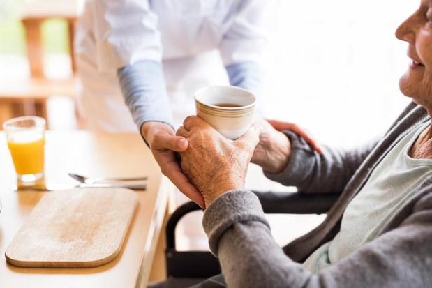 Vlaamse regering voorziet 375.000 euro voor tablets in woonzorgcentra