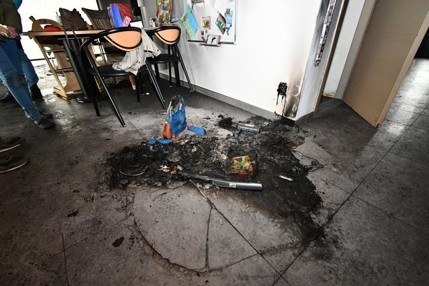 Stofzuiger vat vuur in woning terwijl koppel op terugweg is van citytrip