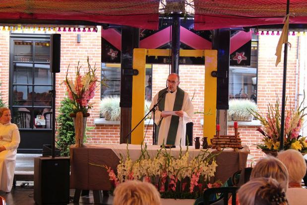 """Wingense parochies nemen afscheid van priester Rik Depré: """"Dubbel gevoel, maar dankbaar"""""""