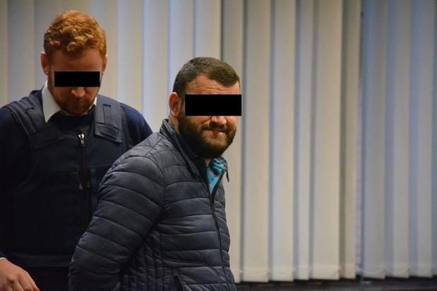 Loopjongen 'luxesmokkelbende' die opereerde vanuit Jabbeke riskeert vijf jaar cel
