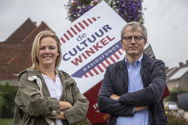 Stefanie leidt Cultuurwinkel Davidsfonds in Sint-Eloois-Winkel