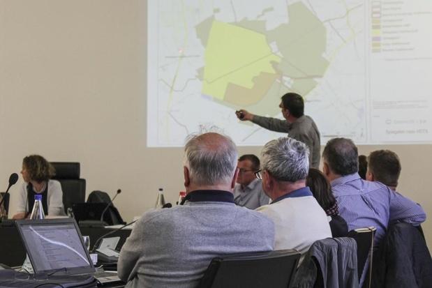 Petitie geluidsoverlast overhandigd op de gemeenteraad Zedelgem