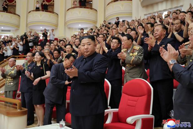 Noord-Koreaanse leider Kim leidde test 'supergrote raketwerper'