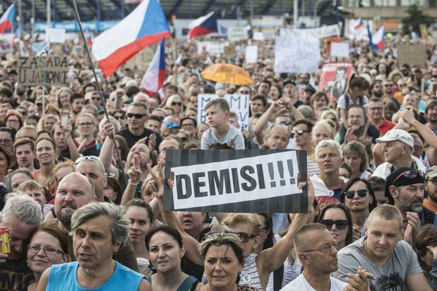 Imposante manifestation à Prague contre le Premier ministre, sans précédent depuis la Révolution de velours
