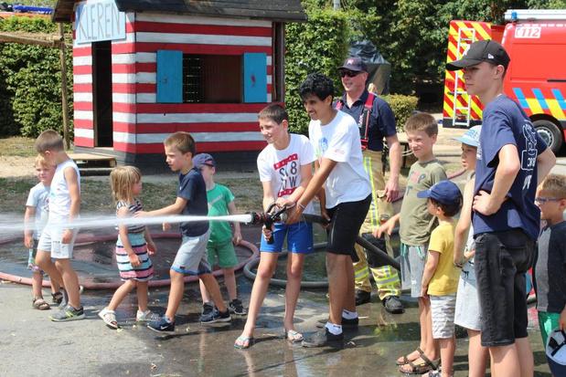 Kinderen wanen zich even een heuse brandweerheld in Hooglede