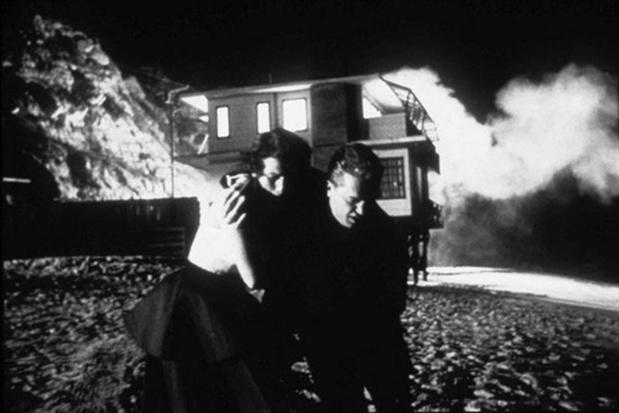 Voordat de bom valt: het verhaal achter de ontploffing in 'Kiss Me Deadly'