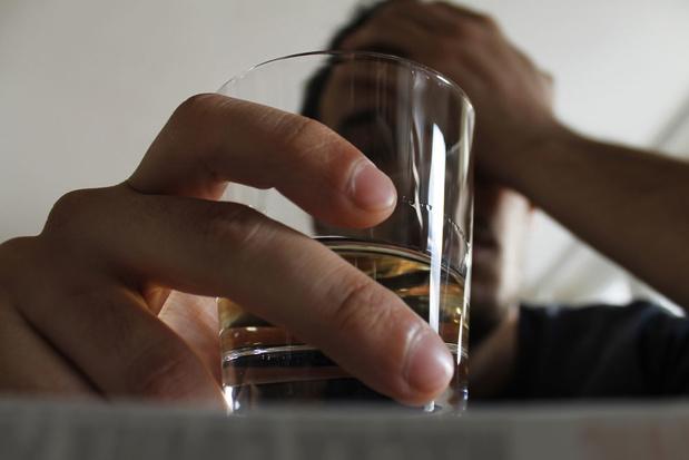 Alcoholgebruik jongeren: 'Bierlobby houdt efficiënte maatregelen tegen'