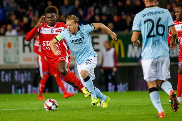 Club Brugge blijft ongeslagen leider na krappe zege in Moeskroen