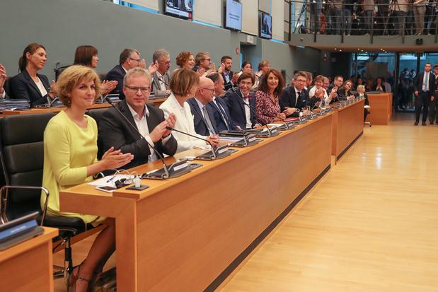 De balans van Trends: het is comfortabel regeerakkoorden maken als de Vlaamse broer meebetaalt