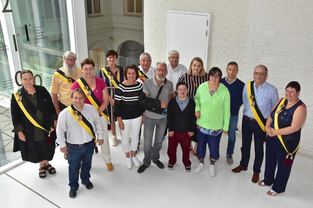 Pelgrim Dirk Robaey gehuldigd door stadsbestuur van Menen