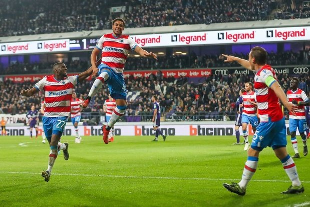 Club Brugge wint voor het eerst in 21 jaar in Anderlecht en nadert tot op 1 punt van Genk
