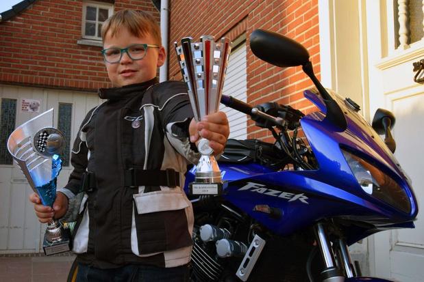 Ayden uit Lauwe is pas 8 maar reed al duizenden kilometers met de motor
