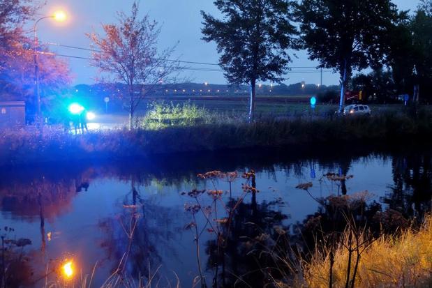Persoon uit water gered langs kanaal Duinkerke-Nieuwpoort in Adinkerke