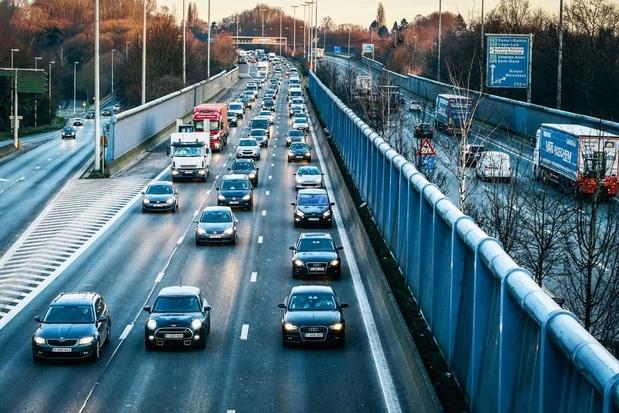Vlaamse regering overweegt kilometerheffing van 2 à 5 cent per kilometer