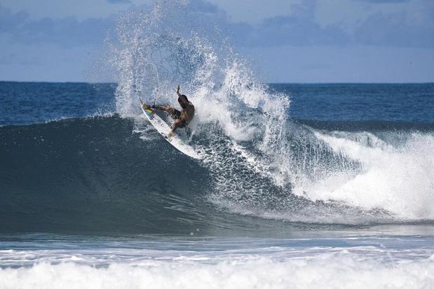 Blessures au surf : l'épaule, surtout, et le genou sont les plus touchés