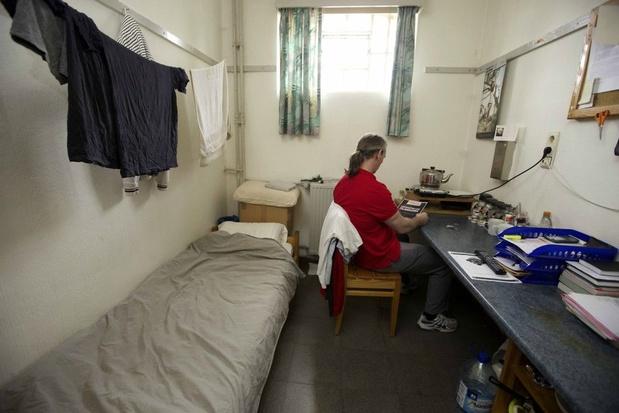 Hasseltse gevangenen krijgen telefoon in cel
