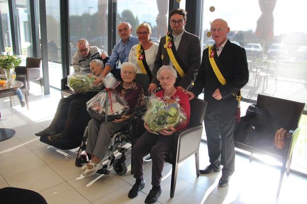 300 op een rij: Avelgems woonzorgcentrum zet drie eeuwelingen samen in de bloemetjes