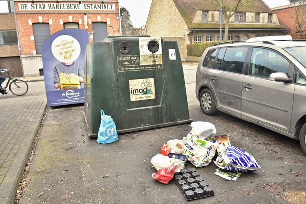 Stad neemt glascontainer weg en wil waterdicht controlesysteem tegen sluikstort