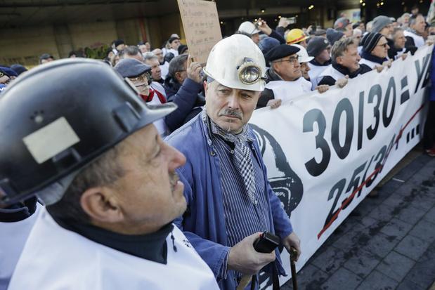 Mijnwerkers kloppen aan bij Federale Pensioendienst voor achterstallig pensioen