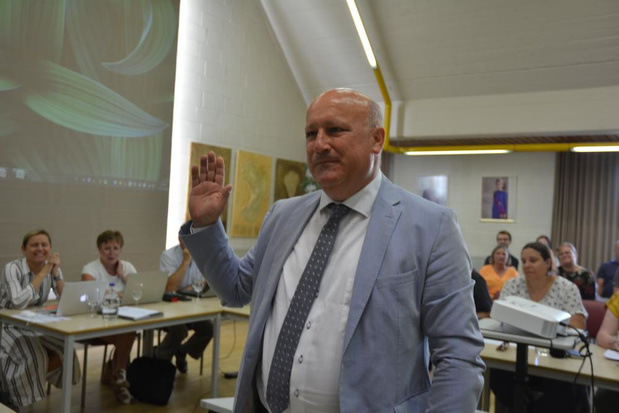 Carl Vereecke legt eed af als nieuwe algemeen directeur gemeente Oostrozebeke