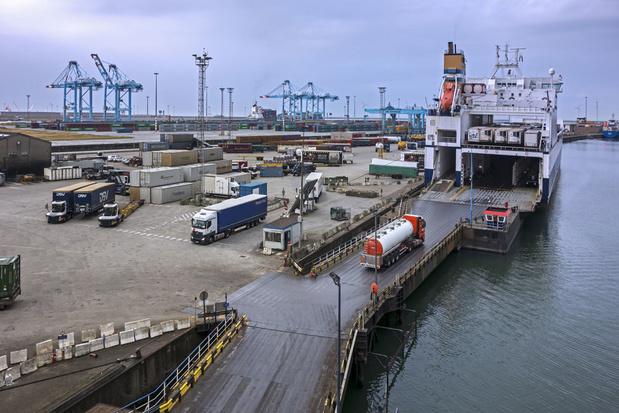 Zeebrugge: twaalf transmigranten ontdekt in trailer met auto-onderdelen