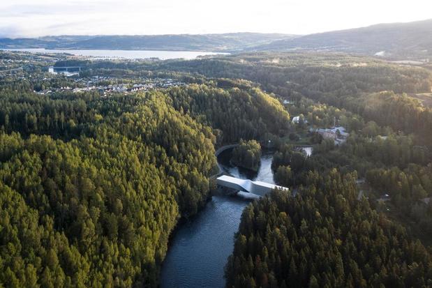 Un spectaculaire pont-sculpture tordu inauguré en Norvège par BIG (en images)