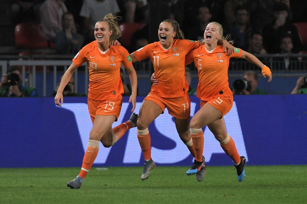 WK Vrouwen: Lieke Martens trapt Nederland in slotminuut naar laatste acht