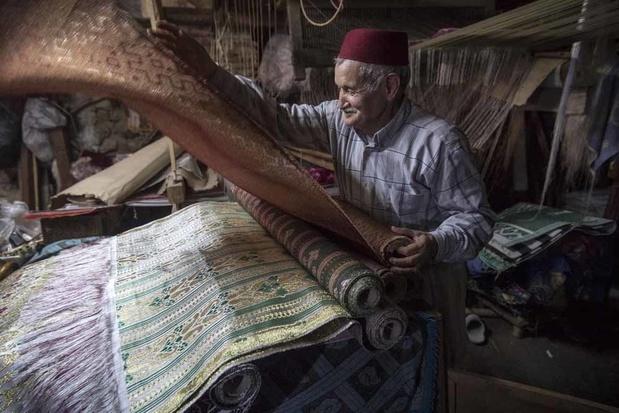 """Abdelkader Ouazzani, le dernier des """"maîtres"""" du brocart (en images)"""