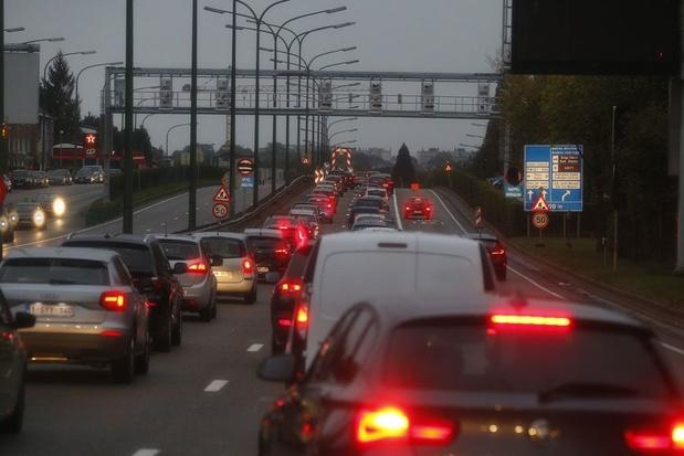 Drie mogelijkheden om het fileleed te verminderen: 'Het probleem is niet het bezit van een wagen, maar het gebruik'