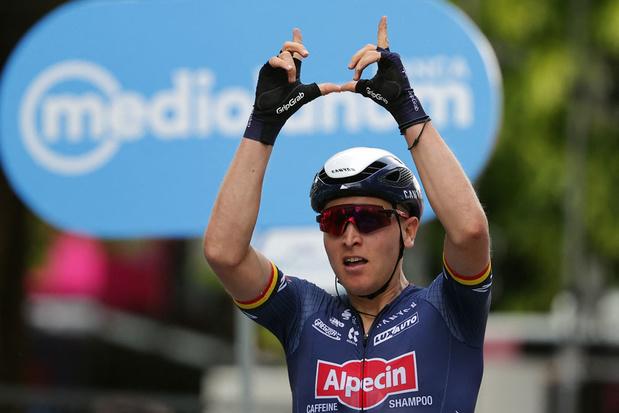 Tim Merlier eert Wouter Weylandt met sprintzege in Giro